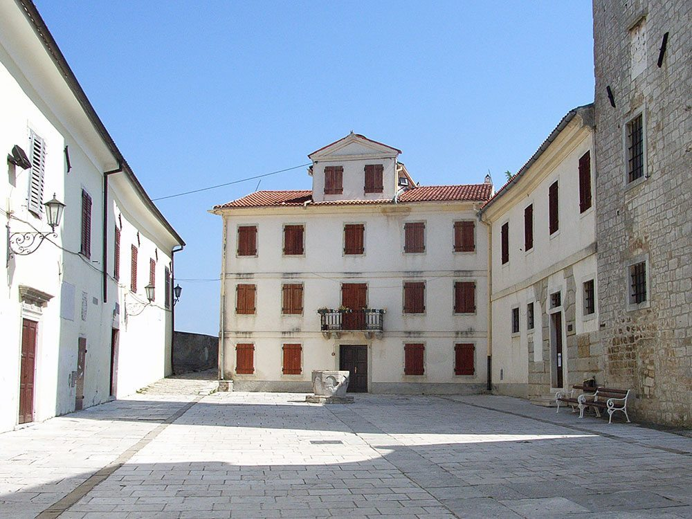 08-Monte-Dolzani-Estate